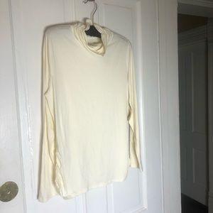 🌟 2 for $15 NWT off white turtle neck